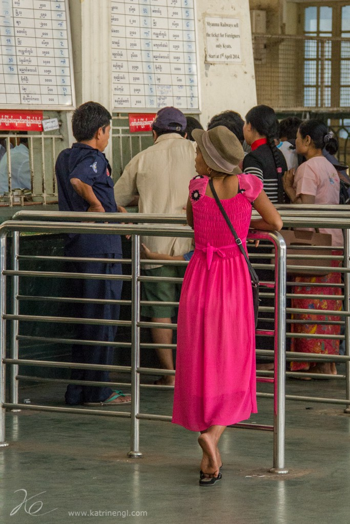 Waiting Girl at the trainstation Yangon